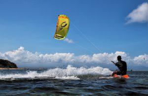 kite-surfing-1778289_1920