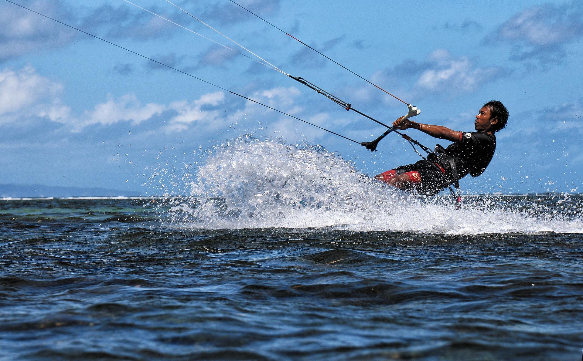 kite-surfing-1778290_1920